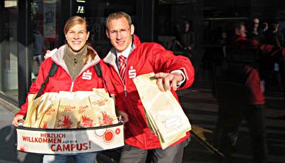 Dynamisches Duo in der Glitzerwelt des Bremer Uni-Campus.