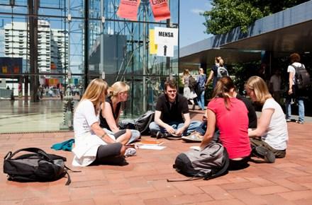 Campusleben auf dem Boulevard Foto: Universität Bremen