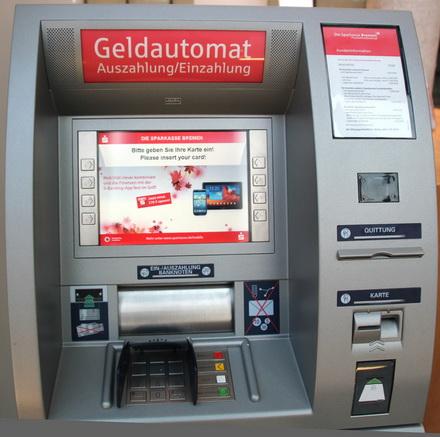 Einzahlautomat in der UniFiliale