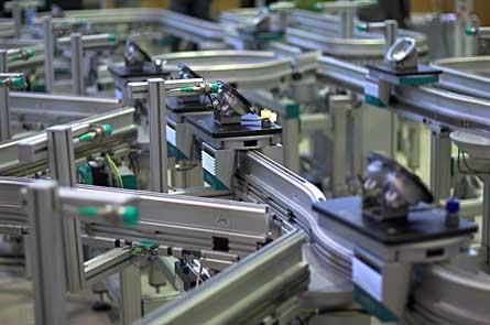 Autoscheinwerferproduktion: Ein Demonstrator in der BIBA-Halle zeigt modellhaft die Selbststeuerung logistischer Prozesse. Foto: BIBA