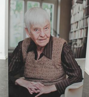 Die Jüngsten der porträtierten Frauen sind 40, die ältesten waren schon in den Gründungsjahren der Uni dabei. Gerade ihre Erzählungen machen den Reiz der Ausstellung aus: Was hat sich seitdem – gerade in Sachen weiblicher Nachwuchs – getan?