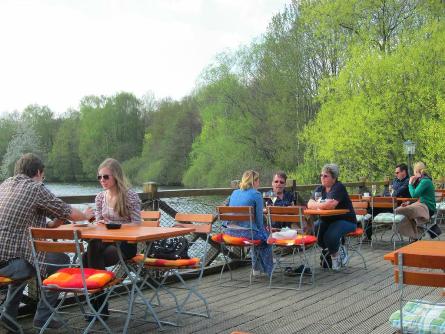 Il Lago: Nur eine Fahrradlänge von der Uni entfernt und mit sonnigem Blick auf den Stadtwaldsee