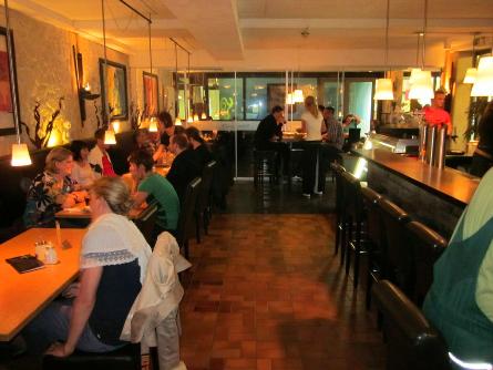 Café UNIKUM: Beliebter Treffpunkt in der großen Glashalle