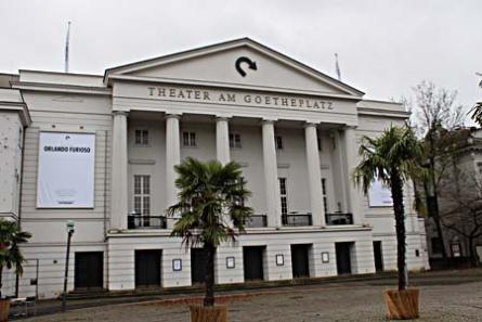 Das Theater Bremen besteht aus vier Sparten: Musiktheater, Schauspiel, Tanztheater sowie Kinder- und Jugendtheater. Im Zentrum steht die mit 802 Plätzen größte Spielstätte, das Theater am Goetheplatz.