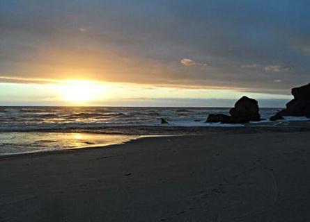 Nachdem es mit dem Visum in Australien nicht klappte, tauschte der 21-jährige Armin seinen Wunsch kurzerhand gegen das Land der Kiwis ein – mit den faszinierenden Fjordlandschaften und Sandstränden. Hier in Karamea im Abel-Tasman-Nationalpark.