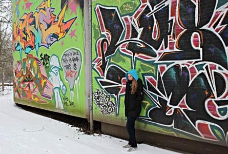Nadine arbeitet gerne draußen an der frischen Luft. Im Winter darf sie dabei nicht zimperlich sein. Foto: Lohmann