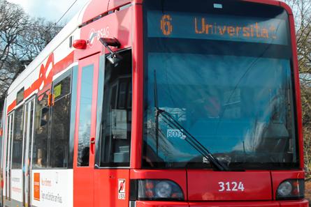 Für viele Studierende der Uni Bremen das wichtigste Transportmittel: die Straßenbahnlinie 6. Foto: Oehlerking