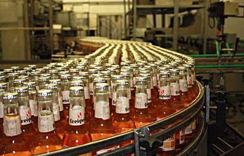 Das Getränk lassen die Jungunternehmer in Nordrhein-Westfalen produzieren, nur den Vertrieb übernehmen sie noch in Eigenregie. (Quelle: Freigeist)