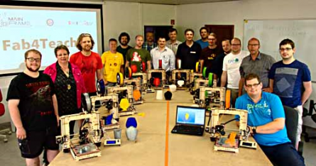 Das FabLab Oldenburg organisiert regelmäßig Workshops, in denen Lehrer und andere Interessierte mit den Technologien vertraut gemacht werden. Foto: FabLab Oldenburg