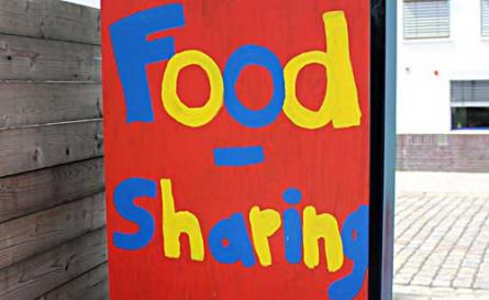 Im Schnitt schmeißt jeder Deutsche pro Jahr 82 Kilogramm Lebensmittel weg. Die Internetplattform Foodsharing bietet auch Bremern die Möglichkeit, noch haltbares Essen an andere zu verschenken.