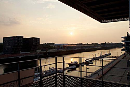 So schön kann ein geteilter Arbeitsplatz sein: Ausblick aus den Büroräumen von WeserWork im Port 4. Quelle: WeserWork