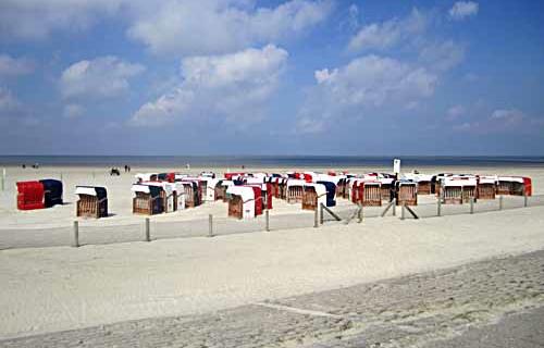 Der Strand in Bensersiel lädt zum Sonnen und Entspannen ein. (Foto: Tourismusbetrieb Esens-Bensersiel)