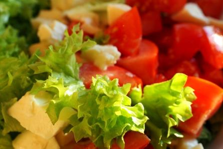 Grünes Gemüse enthält viel Vitamin C, das sich im Gehirn positiv auswirkt.