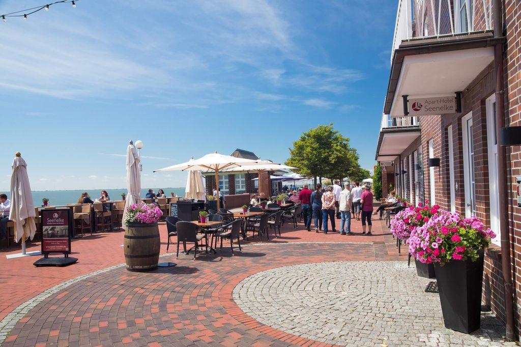 Der Südstrand in Wilhelmshaven lädt zum Entspannen und Flanieren ein. (c) Martin Stöver