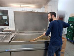 mitbremern FAB Mohammad bei den Suppenengeln (c) Freiwilligen-Agentur Bremen