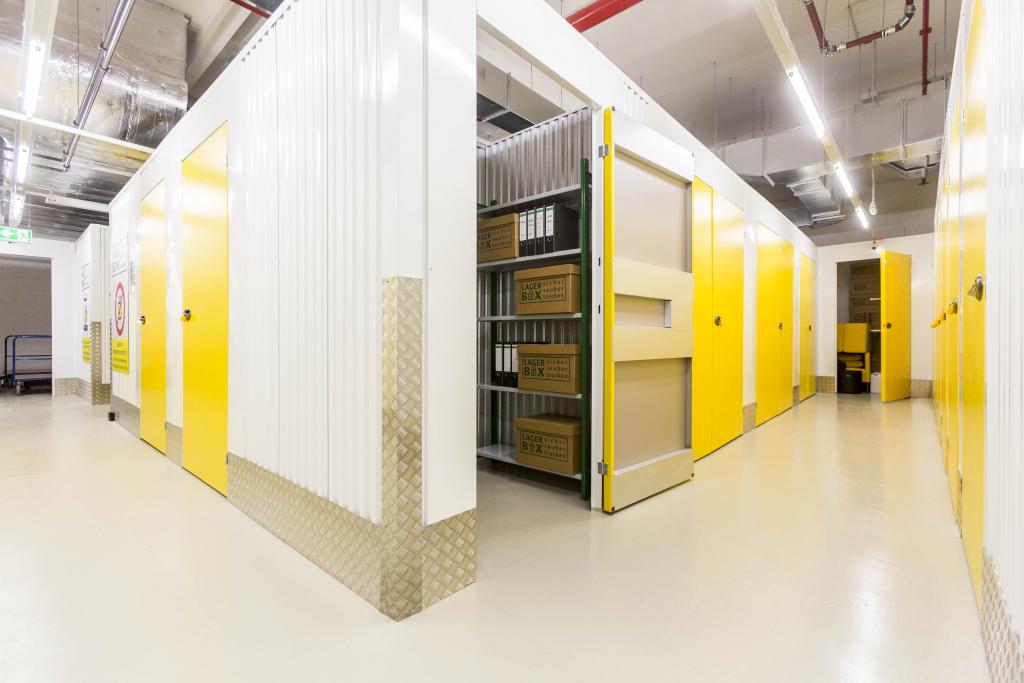 Belüftungsanlagen und Heizung sorgen dafür, dass in den Räumen eine konstante Temperatur herrscht und die Sachen darin trocken und staubdicht gelagert werden.