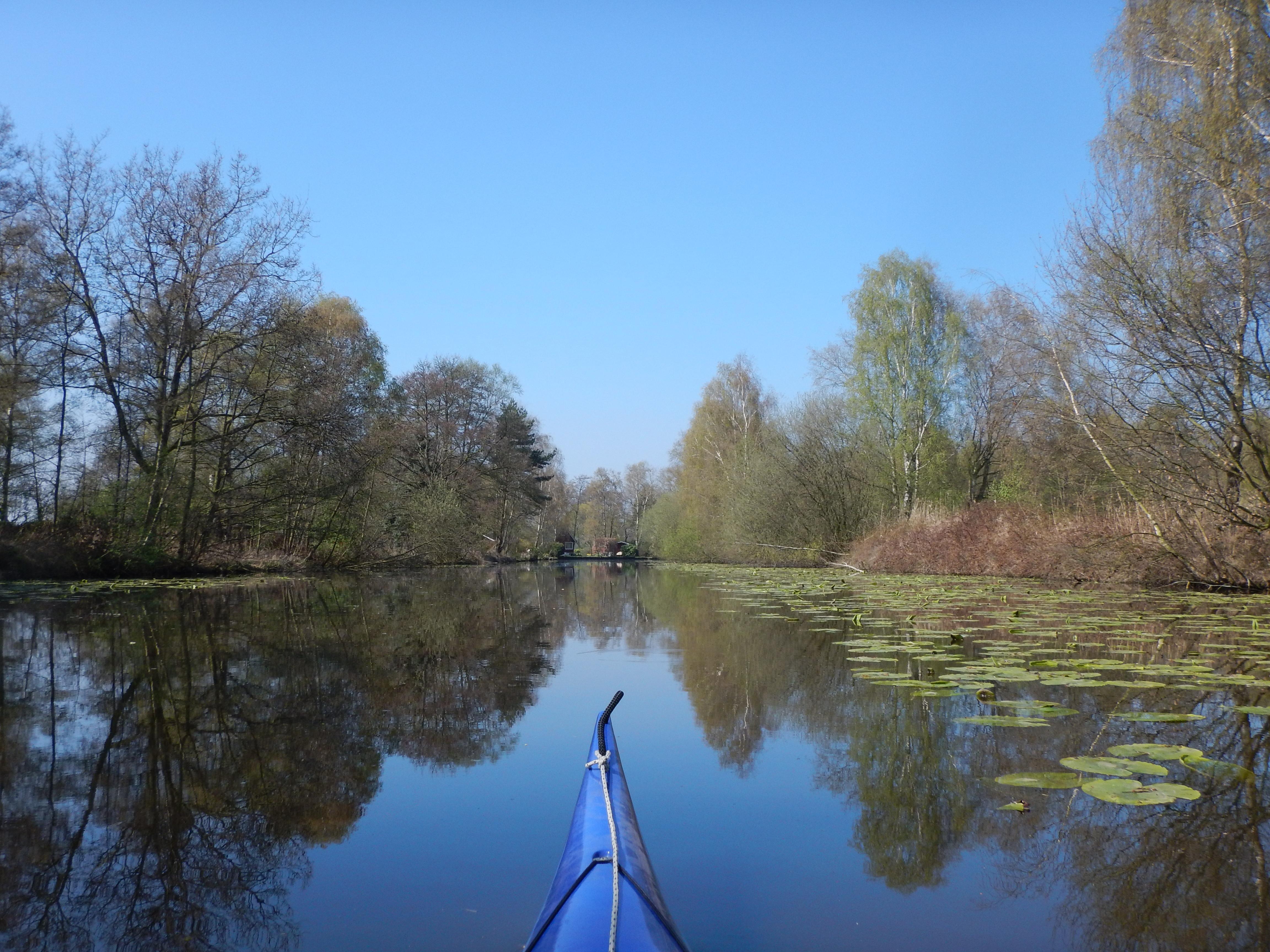 Vom Findorffer Torfkanal aus kann man zu einer Kanutour durch das idyllische Blockland aufbrechen. (c) Insa Lohmann