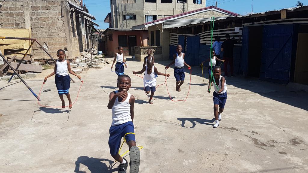 Fast ein Jahr unterrichtete Dustin Pelzl im Rahmen eines Freiwilligendienstes an einer ghanaischen Schule. (c) Dustin Pelzl