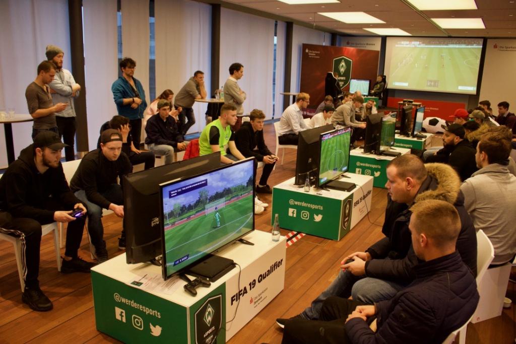 32 Teilnehmer spielten zunächst eine Gruppenphase und in k.o.-Spielen den Sieger aus.