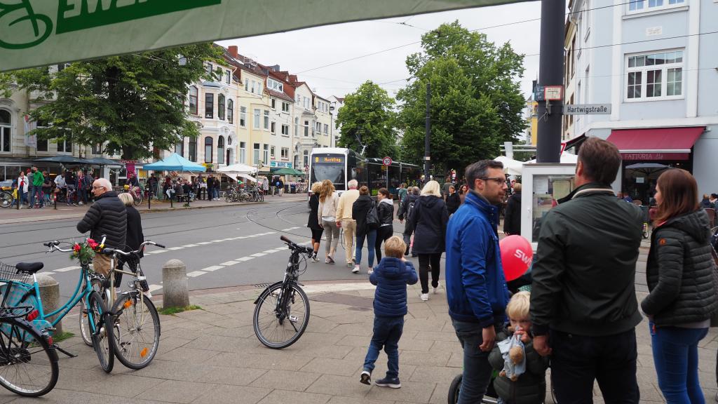 Die Wachmannstraße ist das Herz Schwachhausens. Hier befinden sich viele kleine Boutiquen, Geschäfte und Restaurants. (c) Die Wachmannstraße e.V.