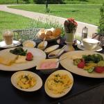 Das Canova bietet nicht nur ein tolles Frühstück, sondern auch einen Blick auf die idyllischen Wallanlagen. (c) Insa Lohmann