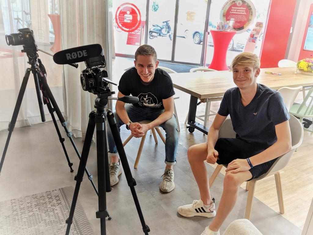 Kilian Wolffgramm und Zino Greupner vom Start-up yourfilm hinter der Kamera.