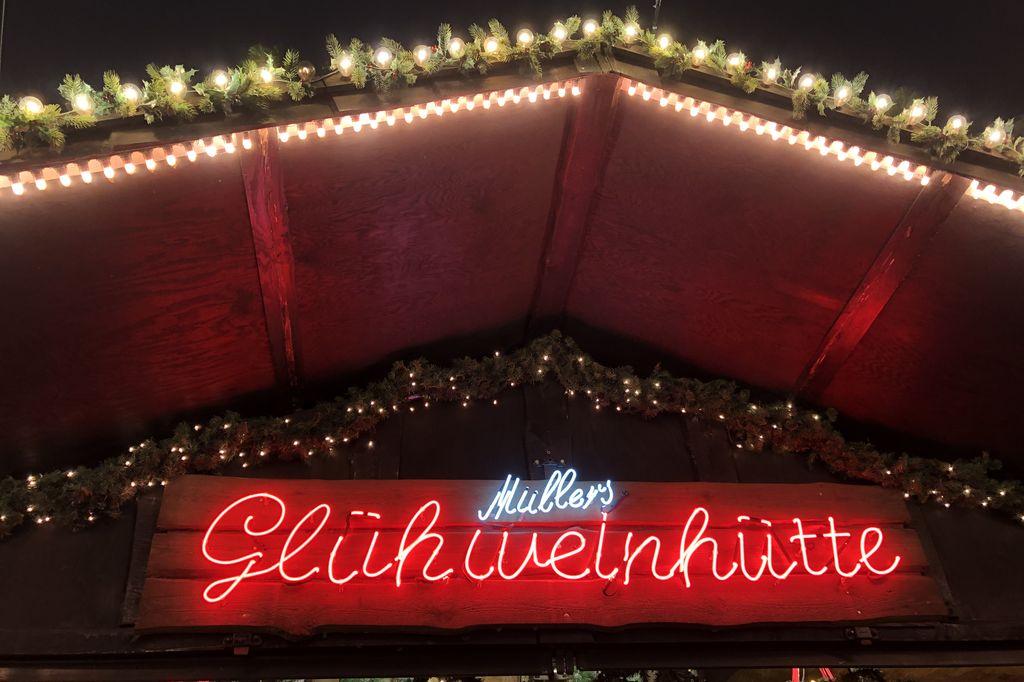 Der Glühwein bei Müllers Glühweinhütte könnte noch etwas mehr Gewürze und Aroma vertragen (c) Insa Lohmann