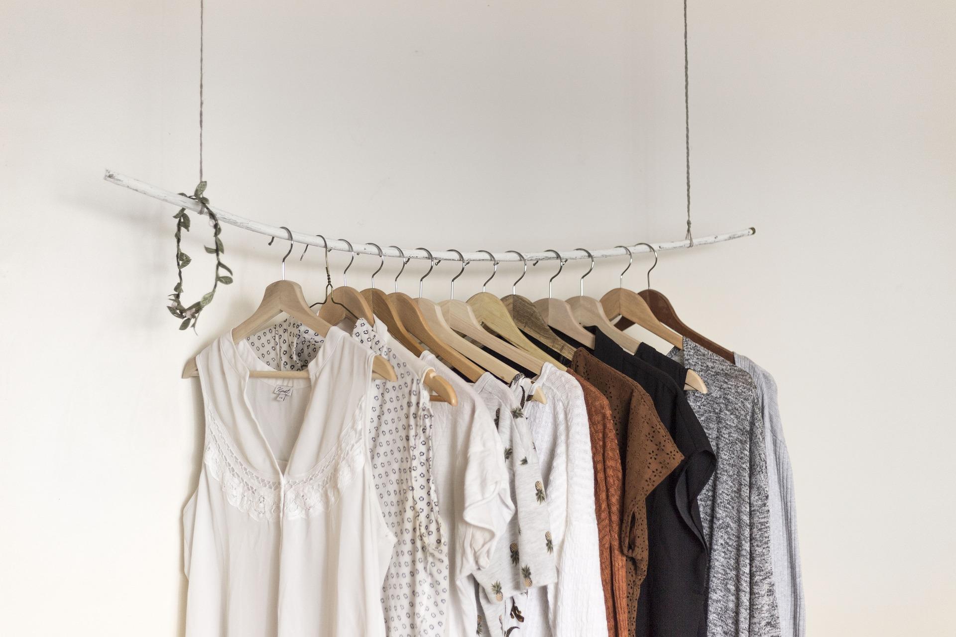 Kleiderstange nur mit ausgewählten Stücken